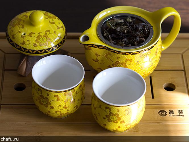 Засыпаем иван-чай в чайник